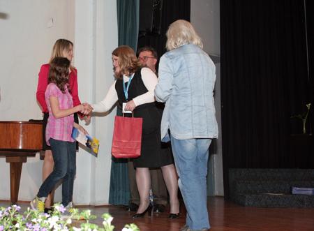 Dodjela prve nagrade za likovno stvaralaštvo učenici Josipi Henizelman i voditeljici Anici Popović